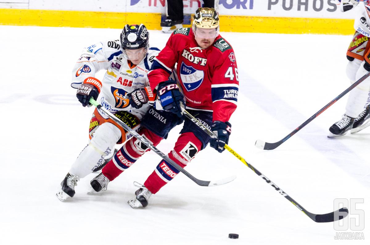 Teemu Ramstedt voitti vuonna 2011 HIFK:ssa miesten Suomen mestaruuden.