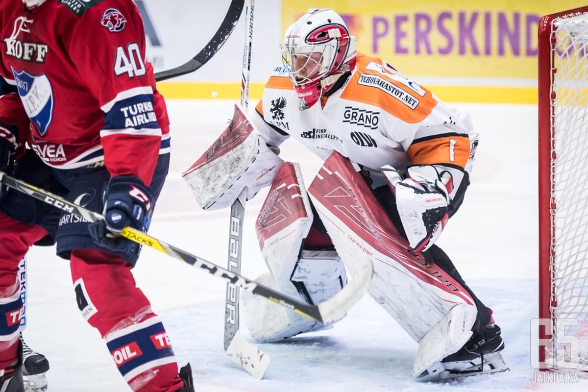 Ruusu on pelannut kuluvalla kaudella aiemminkin KooKoon maalilla.