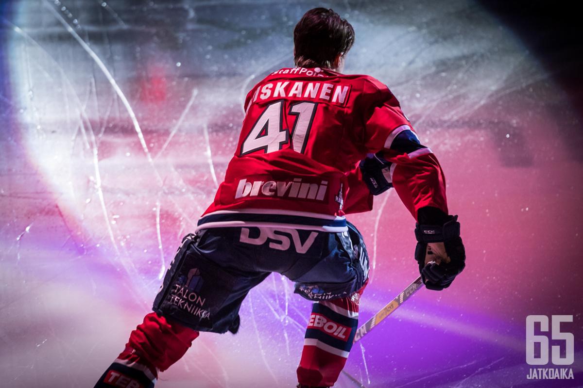 Heiskanen pelaa runkosarjan ensimmäisen ottelunsa.