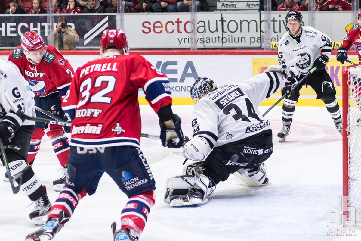 HIFK kaatoi runkosarjassa paremmin sijoittuneen TPS:n puolivälierissä keväällä 2017.