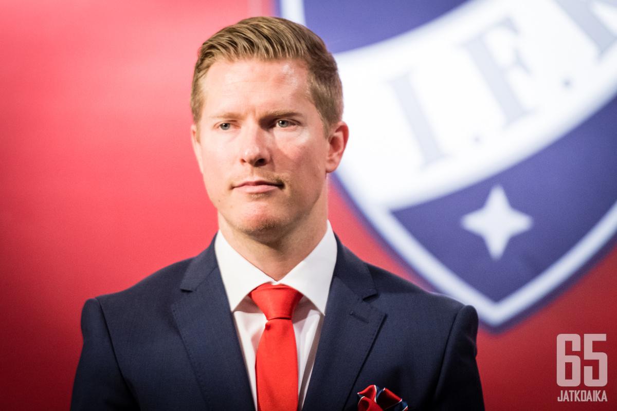 Tobias Salmelainen on ehtinyt olla työssään kolme viikkoa.
