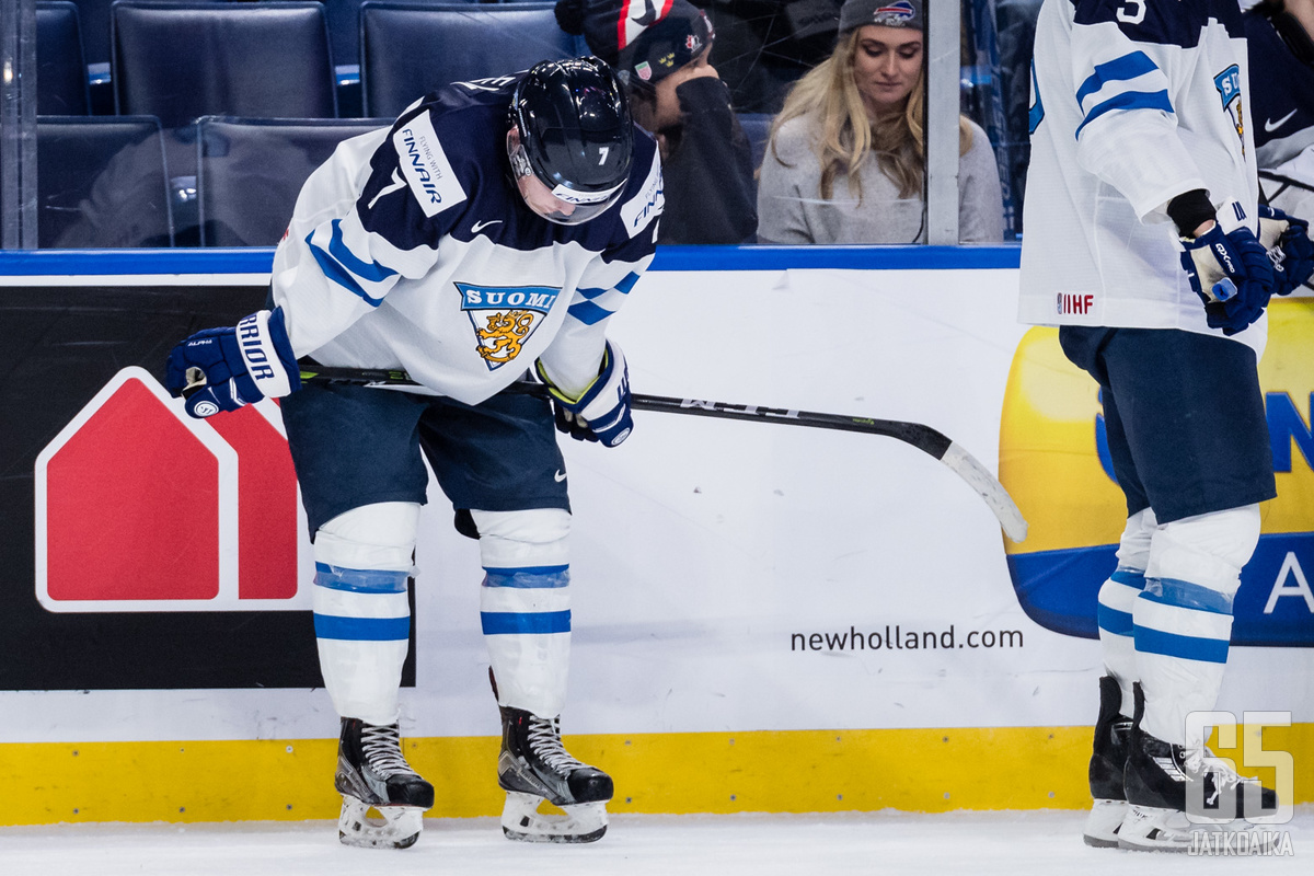 Olli Juolevi teki Suomen toisen maalin. Rangaistuslaukauksessaan hän tähtäsi Kopitarin länkeihin.