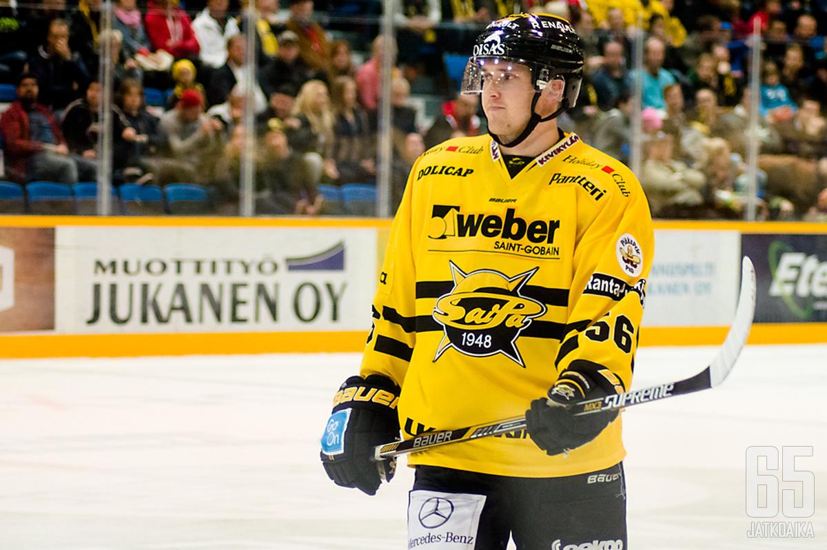 Puolustaja Lasse Lappalainen nähdään jatkossakin keltamustissa.