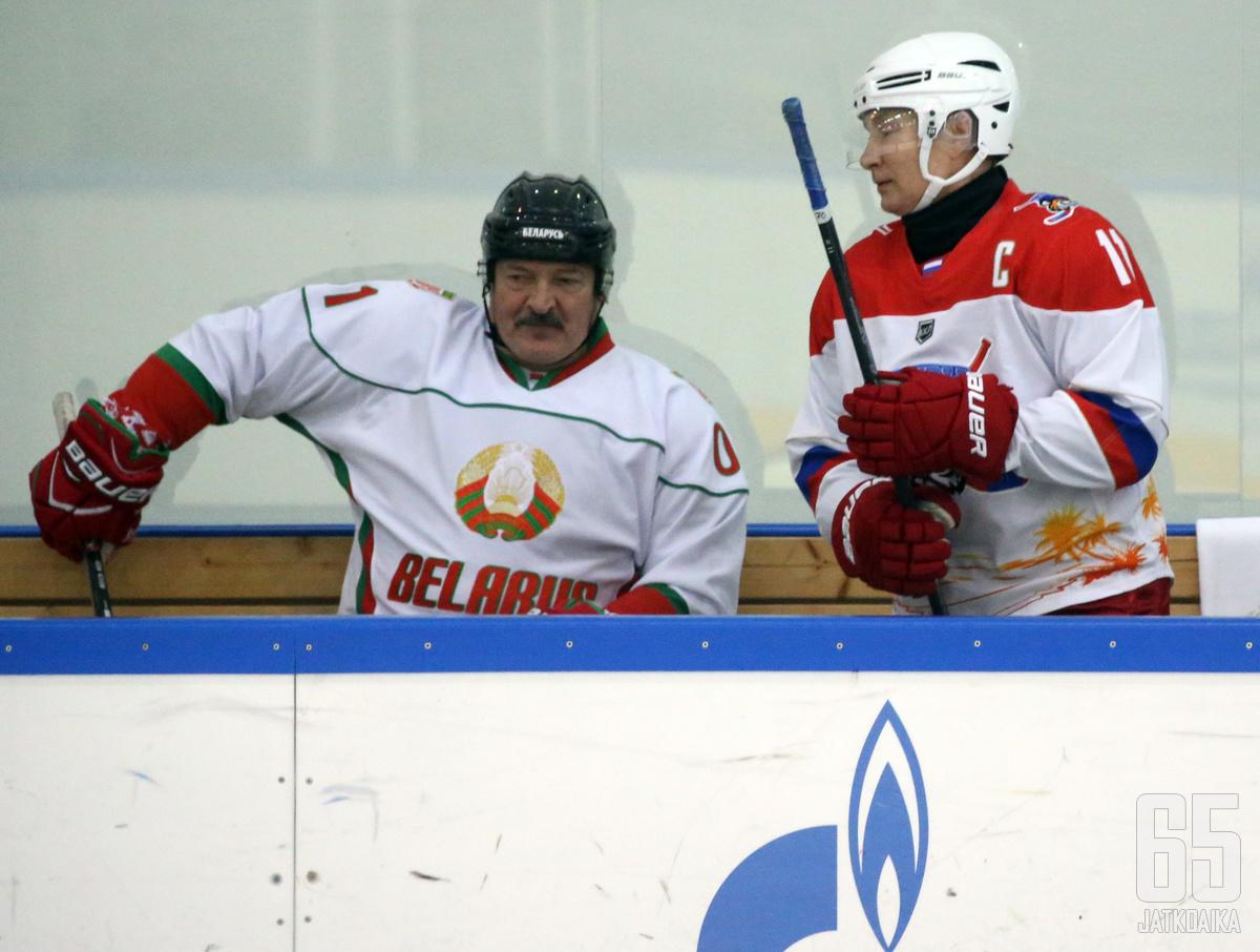 Valko-Venäjän yksinvaltias Aljaksandr Lukašenka on kova kiekkomies.