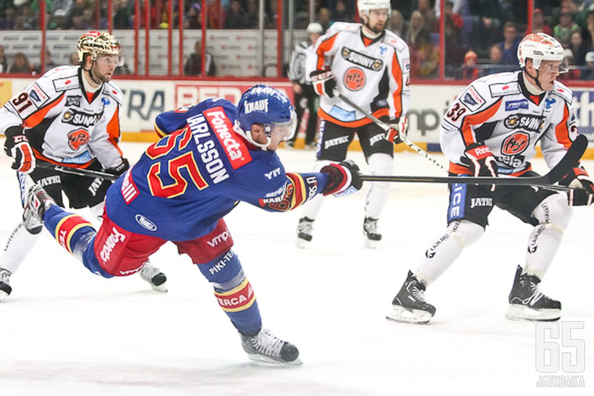 Jokeripuolustaja Erik Karlsson teki työsulkukaudella tuhojaan hyökkäyspäädyssä.