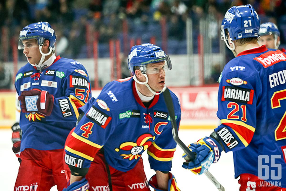 Ossi Väänänen vaatii joukkueeltaan parempaa viimeistelyä.