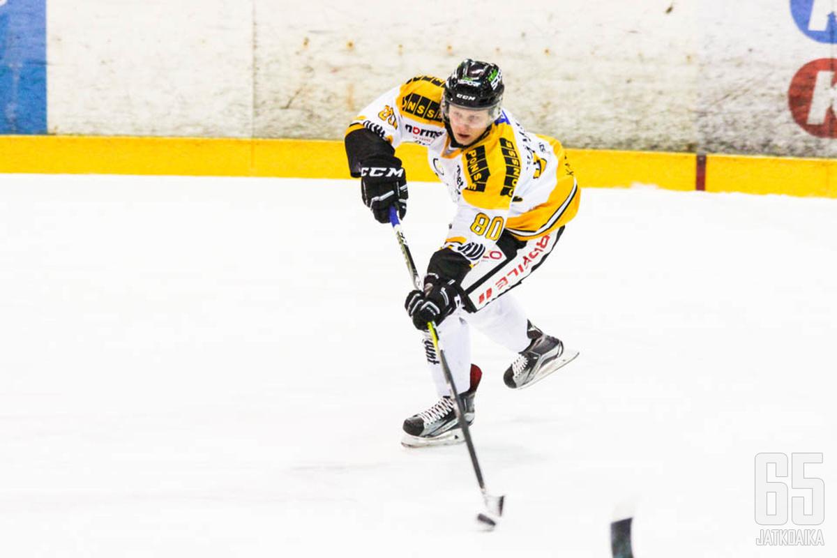 Vaikean kauden loukkaantumisten kanssa pelannut Aleksi Hämäläinen jatkaa Peli-Karhuissa.