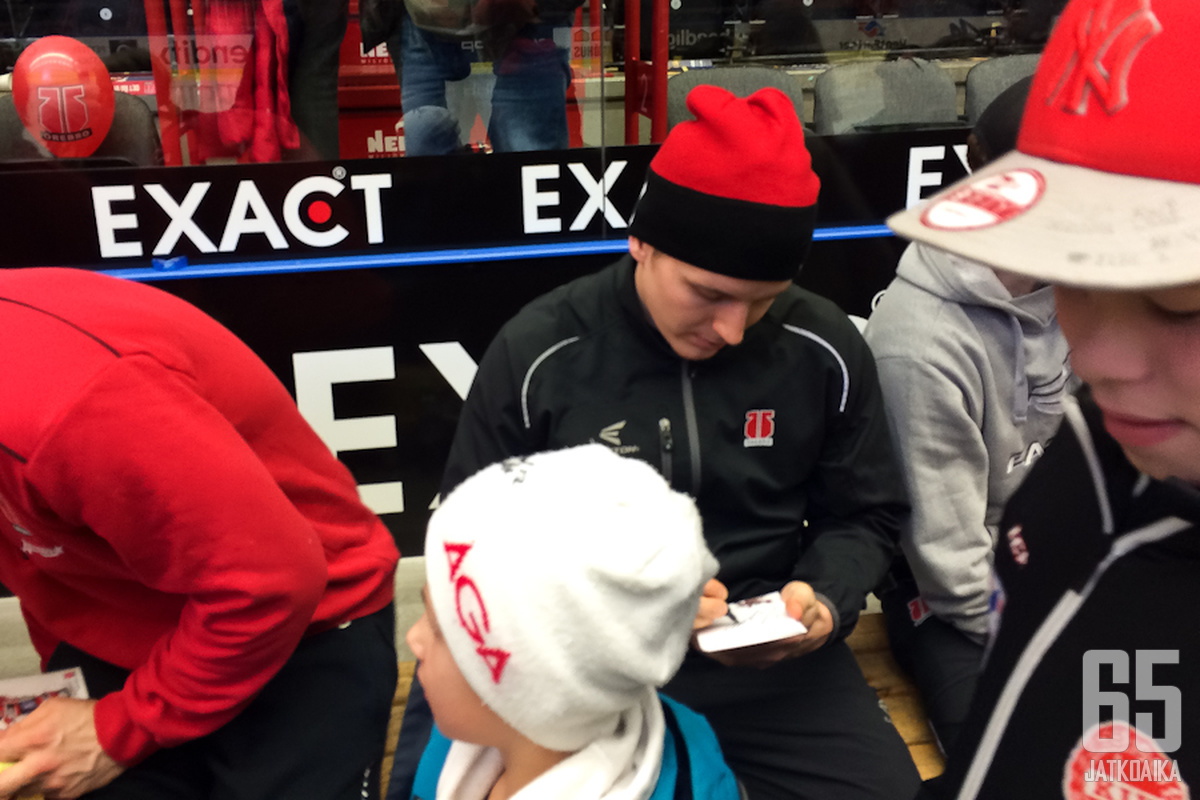 Joonas Jalvannin nimikirjoitukset kelpasivat Örebron nuorisolle.
