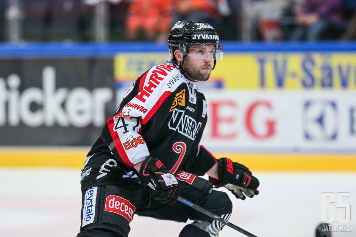 Mikko Mäenpää palaa liigajäille.