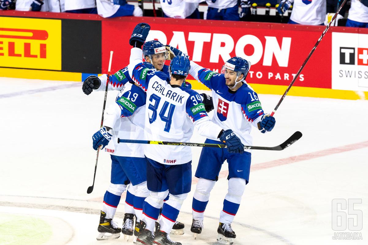Slovakia piti pintansa kotiyleisönsä edessä.
