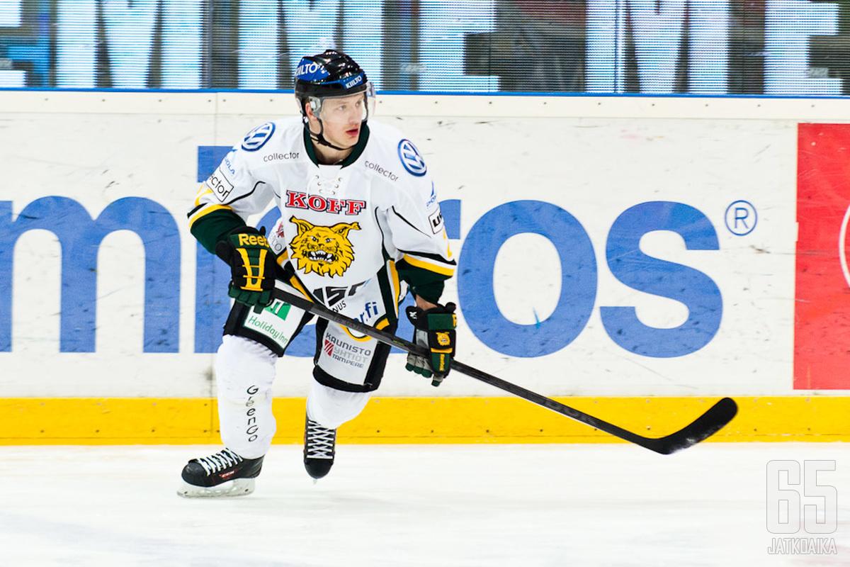 Tuulennopea Aleksi Mustonen jatkaa Ilveksessä ensi kaudellakin.