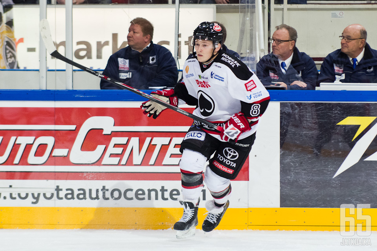 Valtteri Viljanen on ottanut roolia porilaispuolustuksessa.