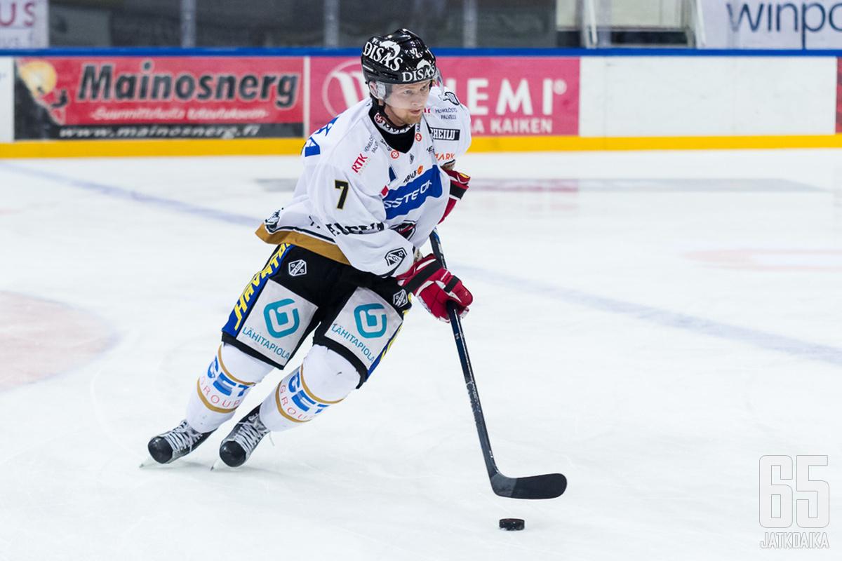 Piispanen pääsi kokeilemaan viime kaudella Liigassakin.