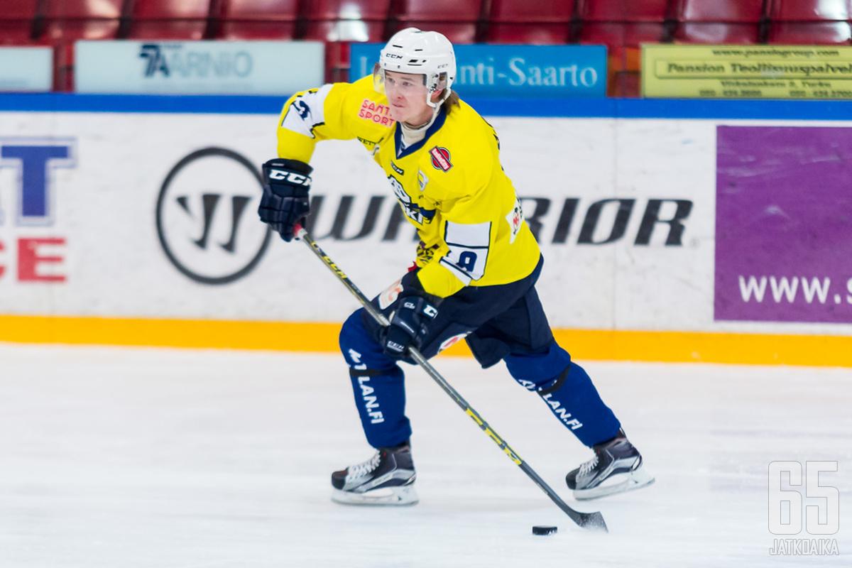 Olli-Aleksi Pietilä jatkaa RoKi-paidassa.