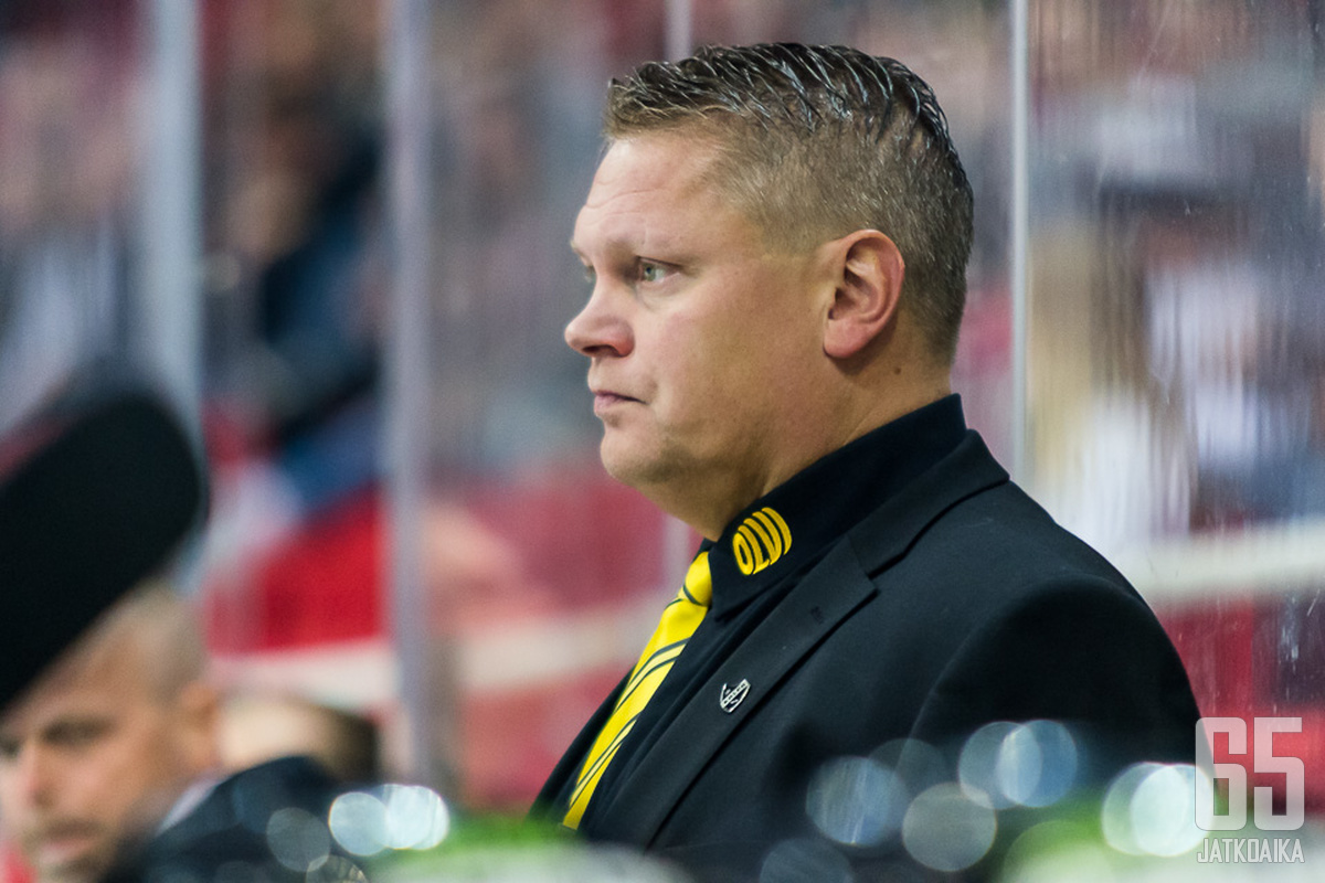Pekka Virran suojatit lähtevät Tukholmaan kahden maalin etumatkalta.