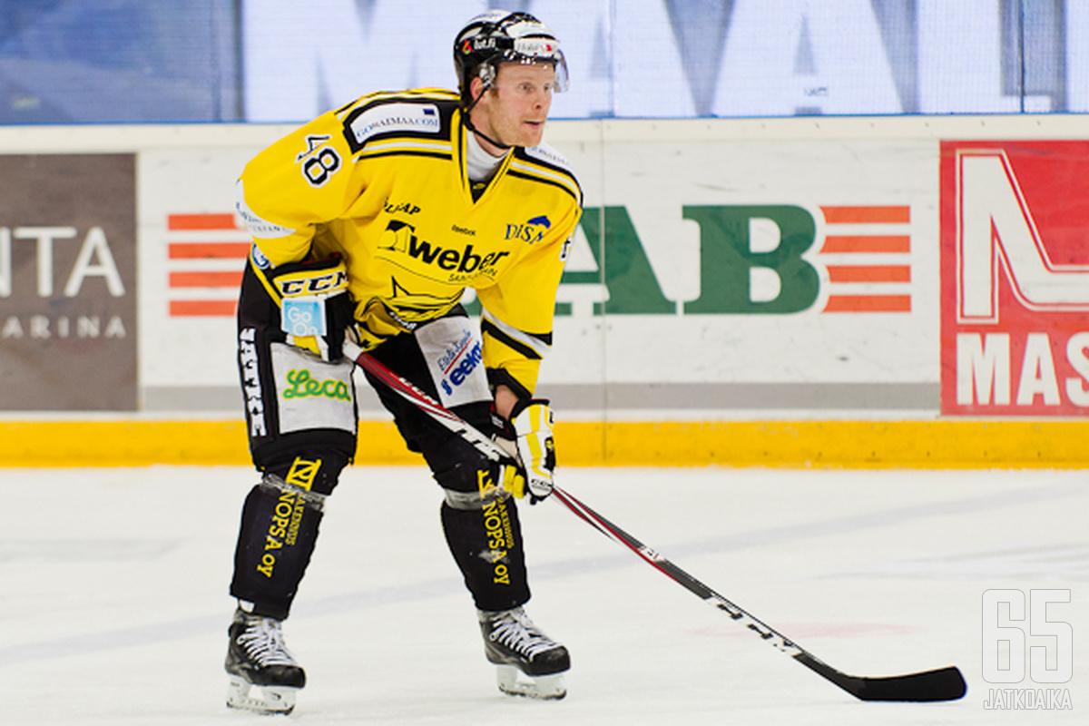 Mikko Pukka palaa luutimaan SaiPa alakertaan.