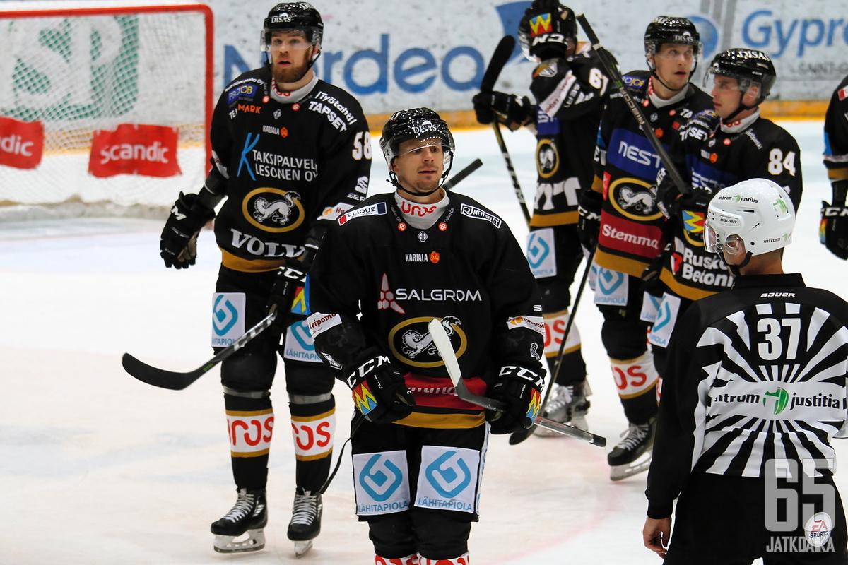 Nicklas Lasu juhli joukkueiden edellisessä kohtaamisessa voittomaalia.