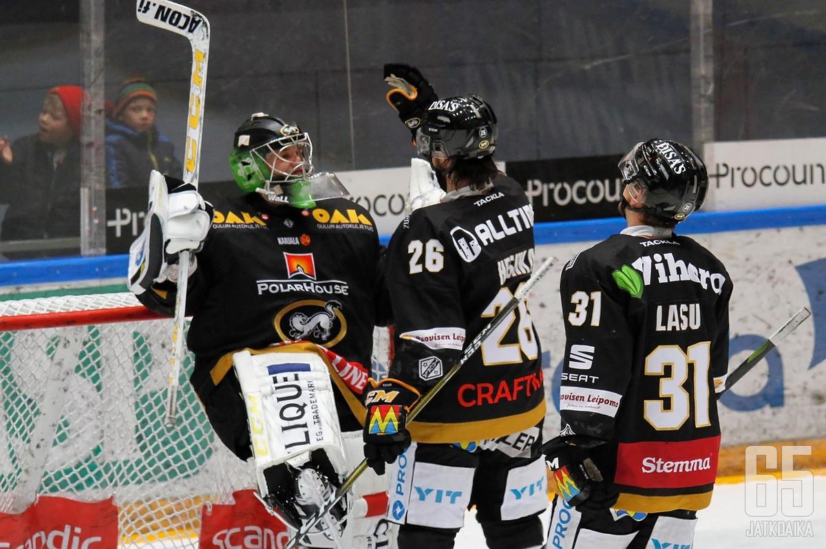 Veini Vehviläinen oli jälleen Kärppien voiton takuumiehiä. Nicklas Lasu teki marraskuun toisen ja kauden kolmannen maalinsa.