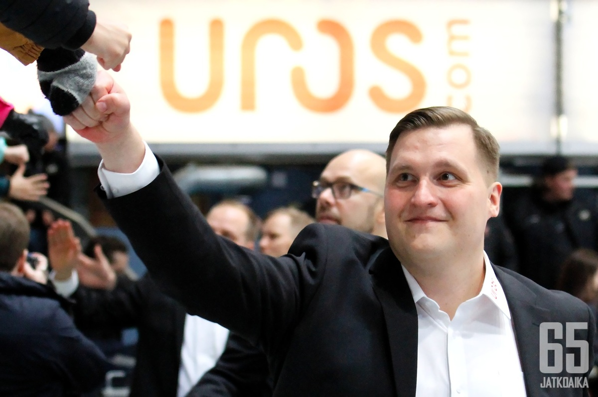 Lauri Mikkola on toiminut viime ottelut oululaisten pääkoutsina.