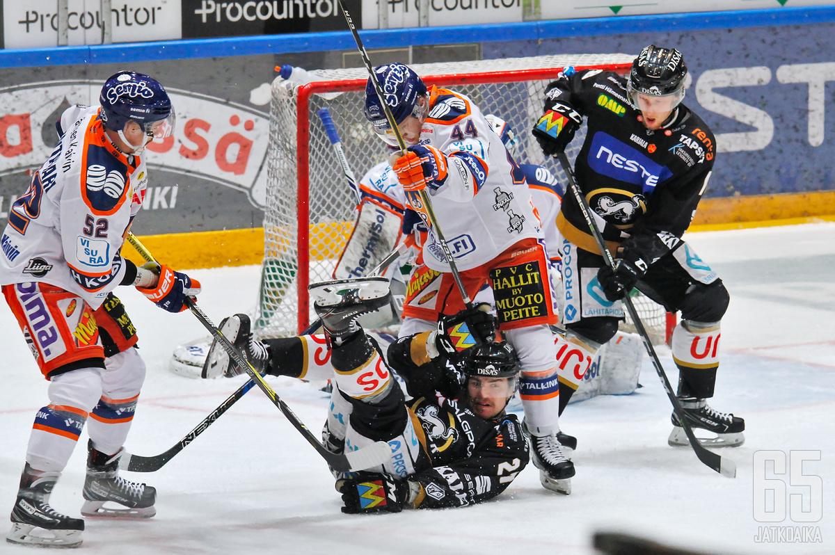 Tapparan Otso Rantakari sekä Kärppien Miska Humaloja ovat poissa toisesta finaaliottelusta.