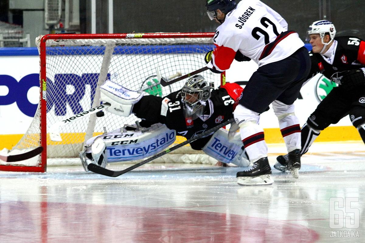 Mattias Sjögren viimeistelemässä Linköpingin kolmatta maalia.