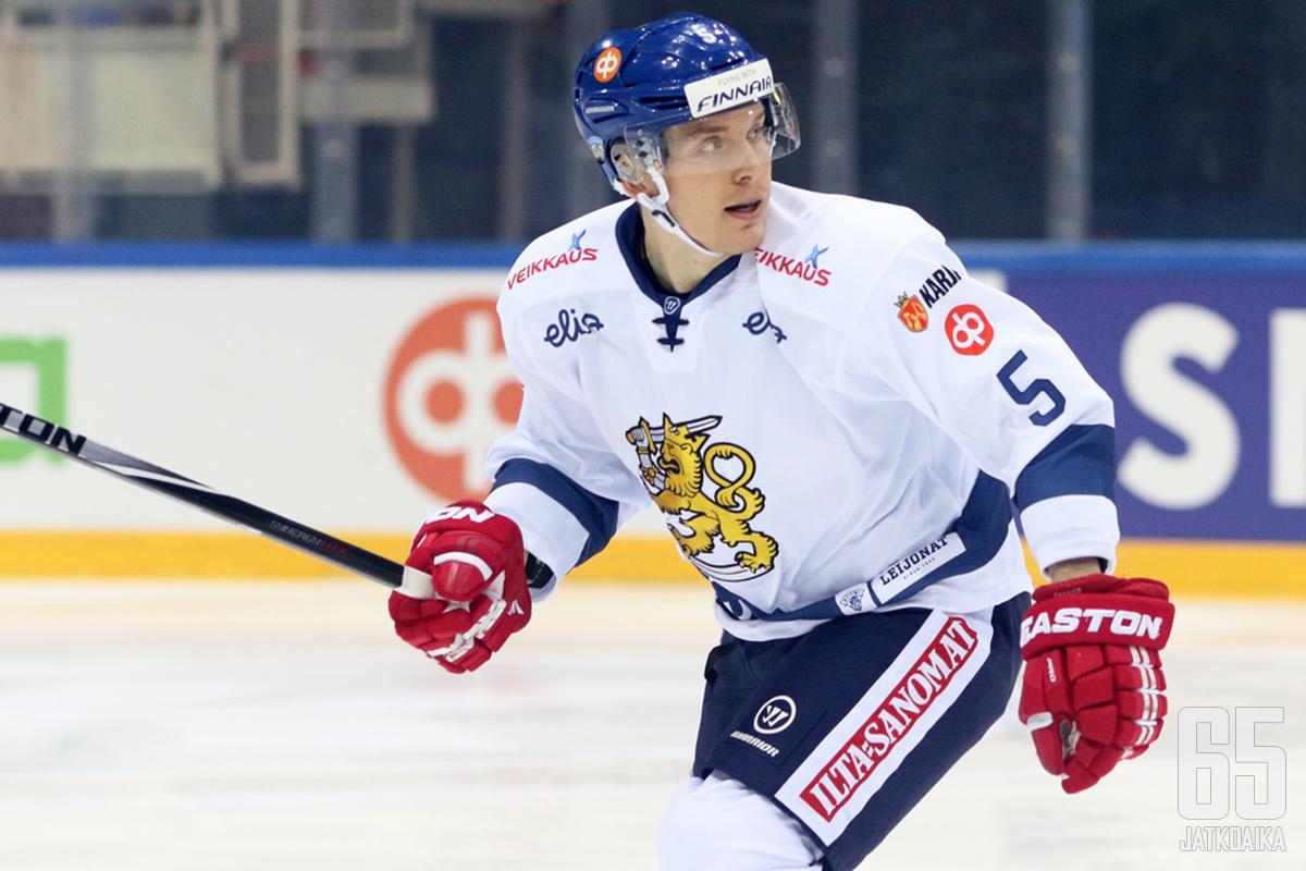 Joonas Jalvanti on pelannut myös seitsemän A-maaottelua kaudella 2015−2016.