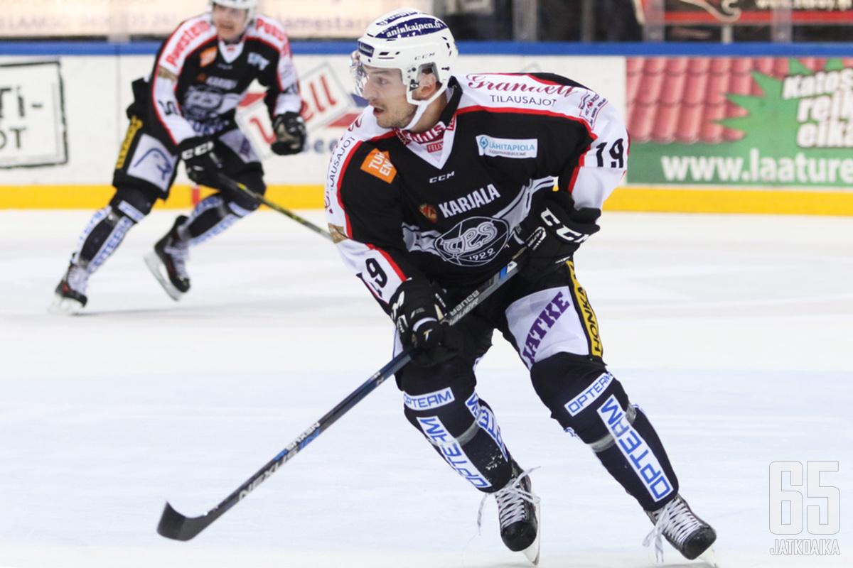 Francis Paré lähtee jälleen KHL-jäille.