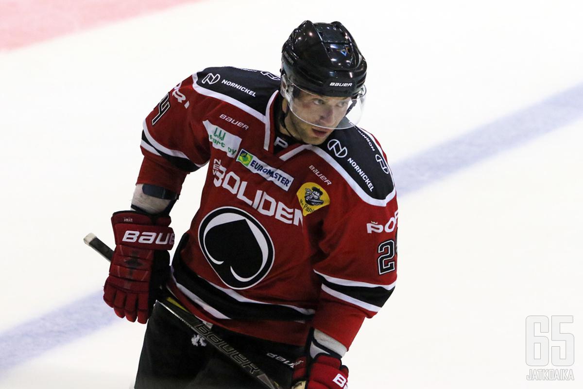 Ben Blood oli toiminnan keskipisteessä heti avausottelussaan Ässä-paidassa.