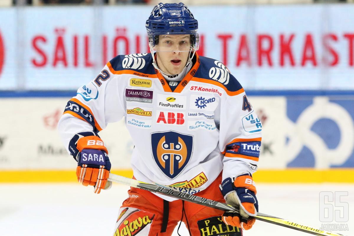 Otto Rauhalan peli päättyi ensimmäisessä erässä ulosajoon.