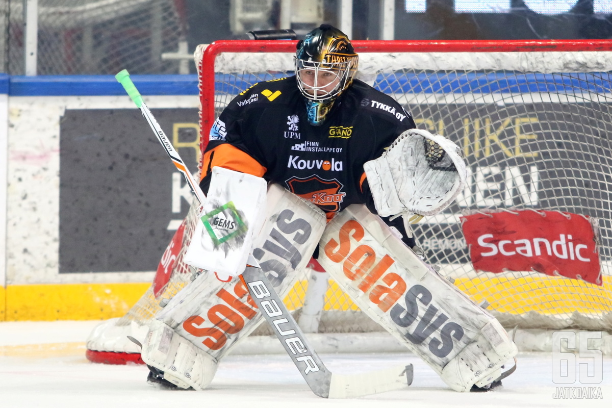 Juha Järvenpään hermot olivat kireällä ottelun loppuhetkillä.