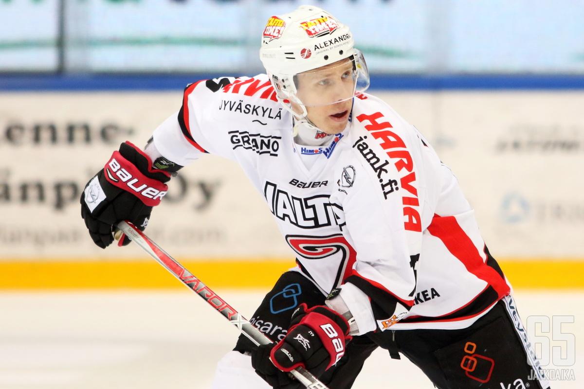 Juha-Pekka Hytönen onnistui maalinteossa 700. Liiga-ottelussaan.