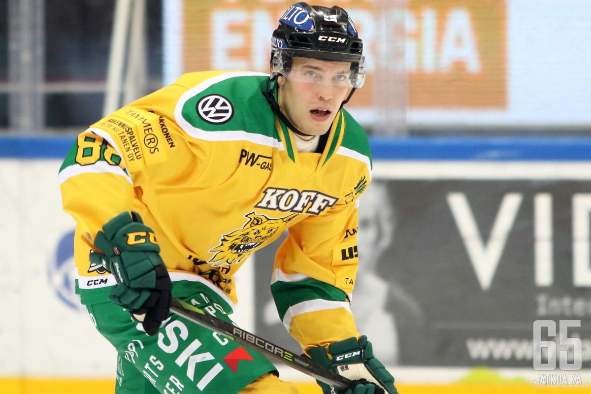 Juhani Tamminen ehti kerätä 48 ottelussa tehot 9+13=22.