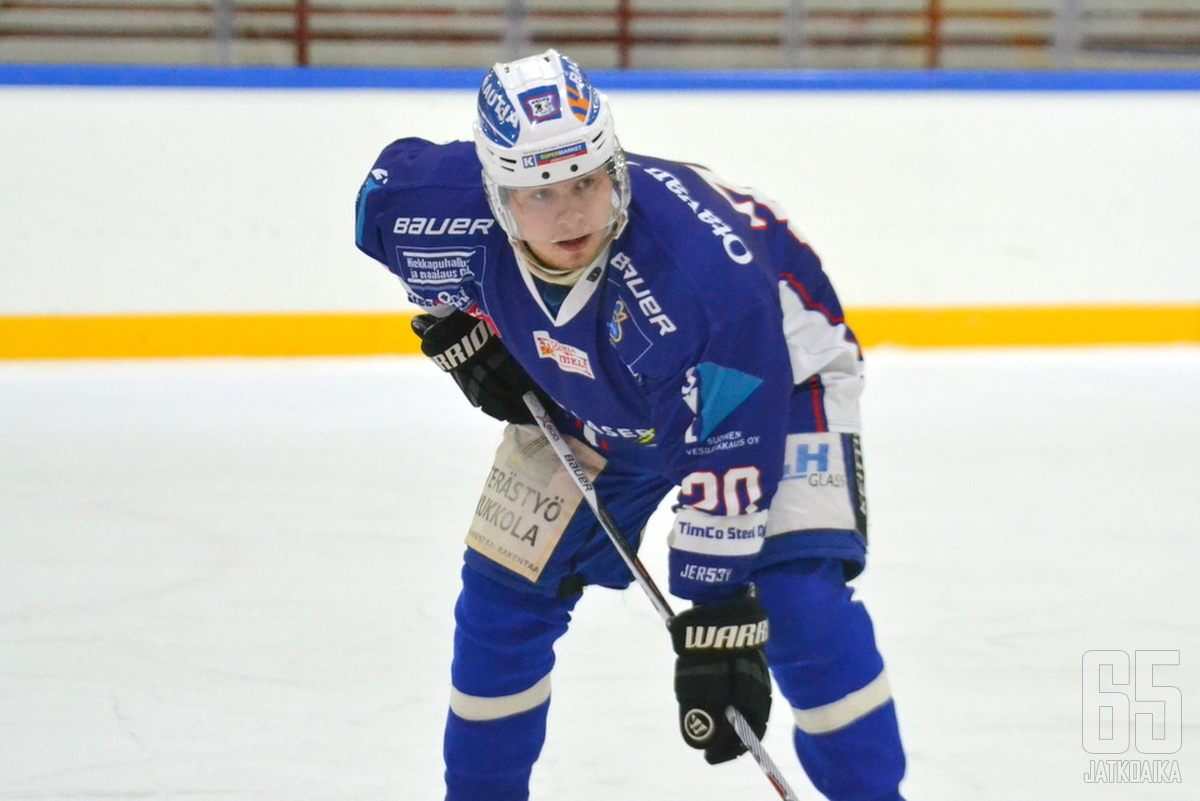 Simontaival esiintyi keuruulaisryhmässä jo maajoukkuetaukoa edeltäneessä SaPKo-ottelussa.