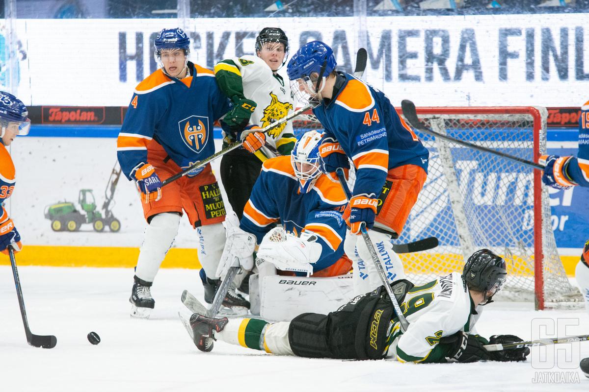 Muun muassa Tampereella junioreiden kiekkokausi on suurilta osin taputeltu.
