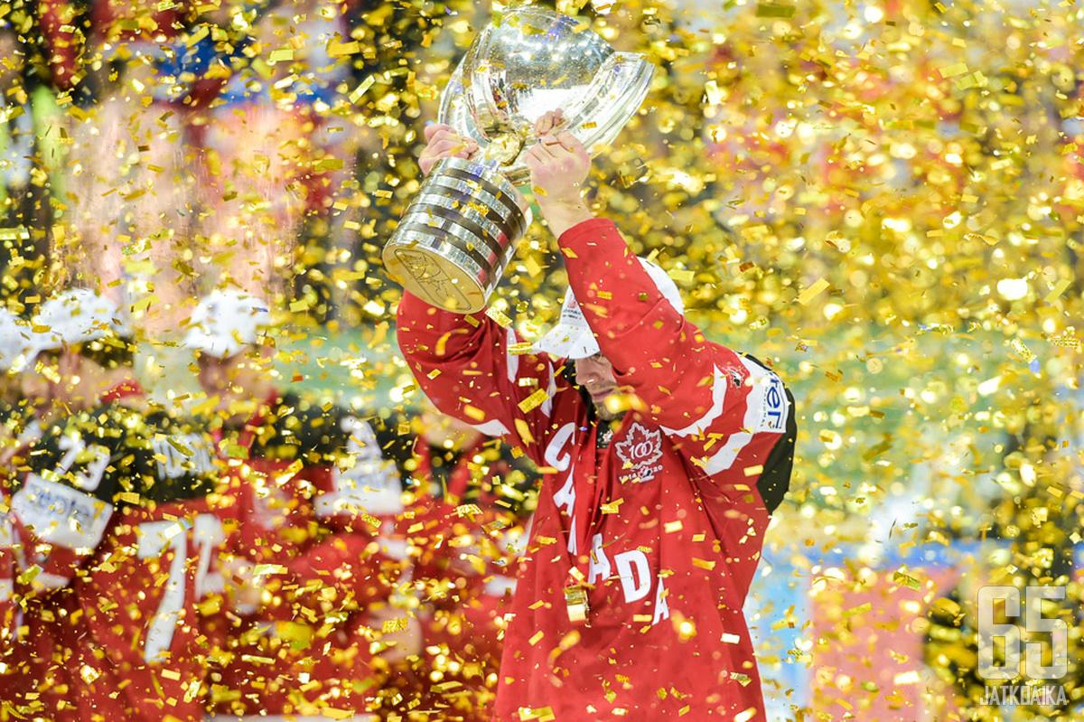 Hamhuis menestyi Kanadan maajoukkueessa.