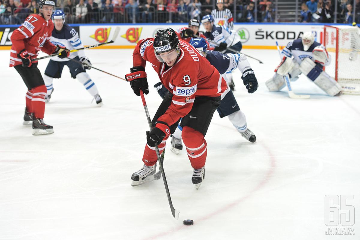 Kanadan nopea kiekon liikuttelu ja pelaajien paikanvaihdot tuottivat Leijonille vaikeuksia.