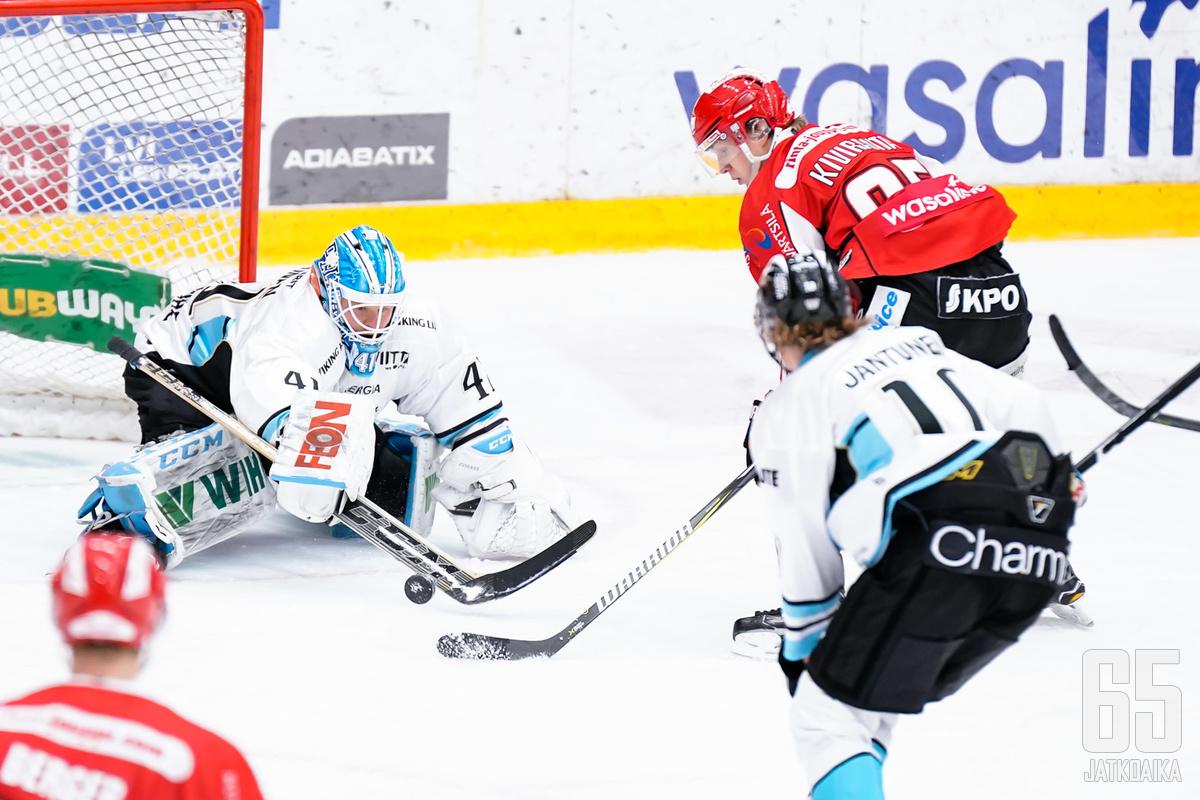 Joel Kiviranta teki ottelussa hattutempun.