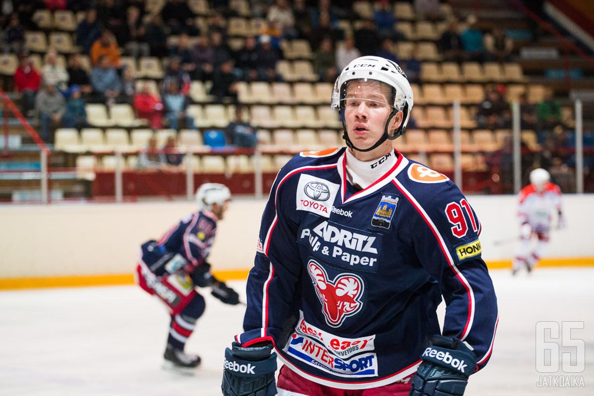Forsström kantaa pässipaitaa myös ensi kaudella.