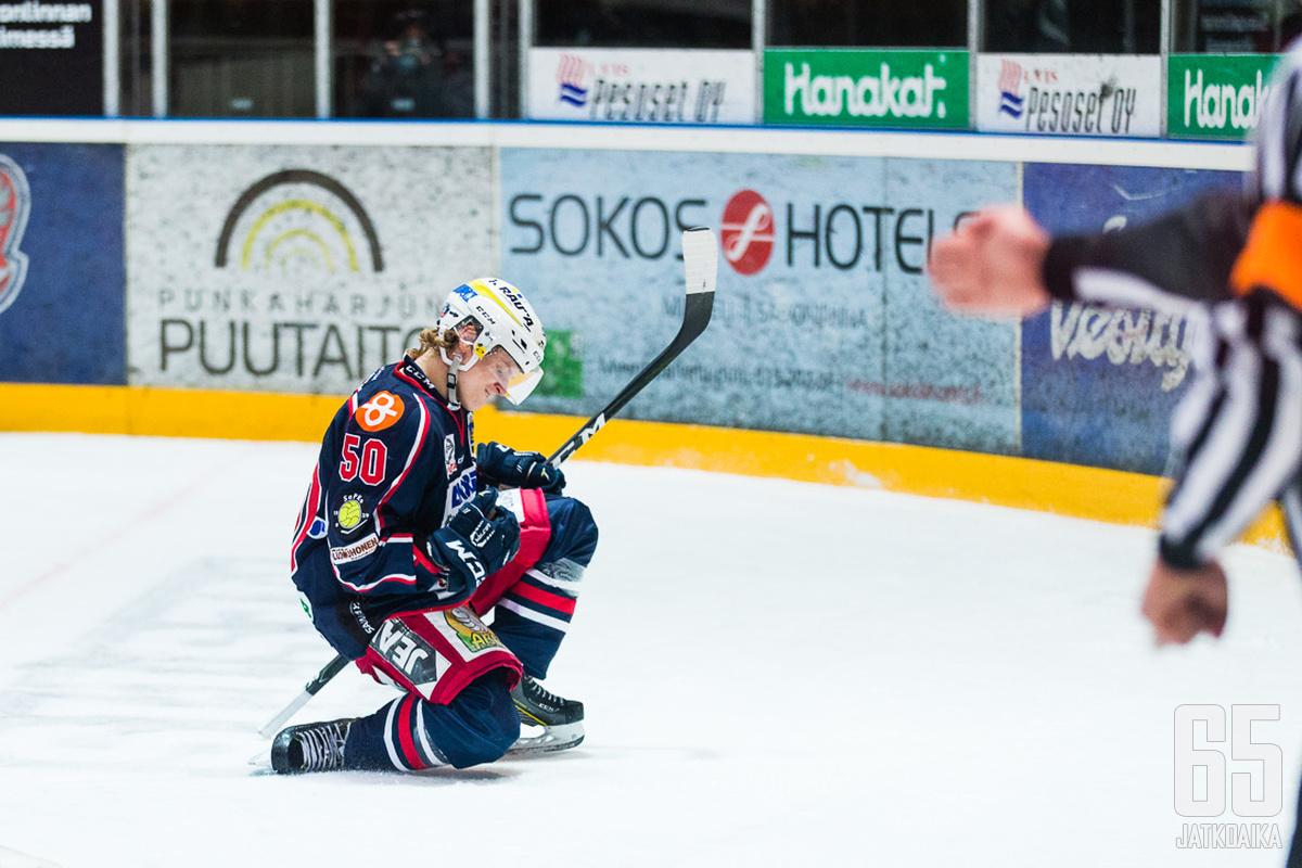 Niklas Salo viimeisteli ottelun avausmaalin tyylillä.