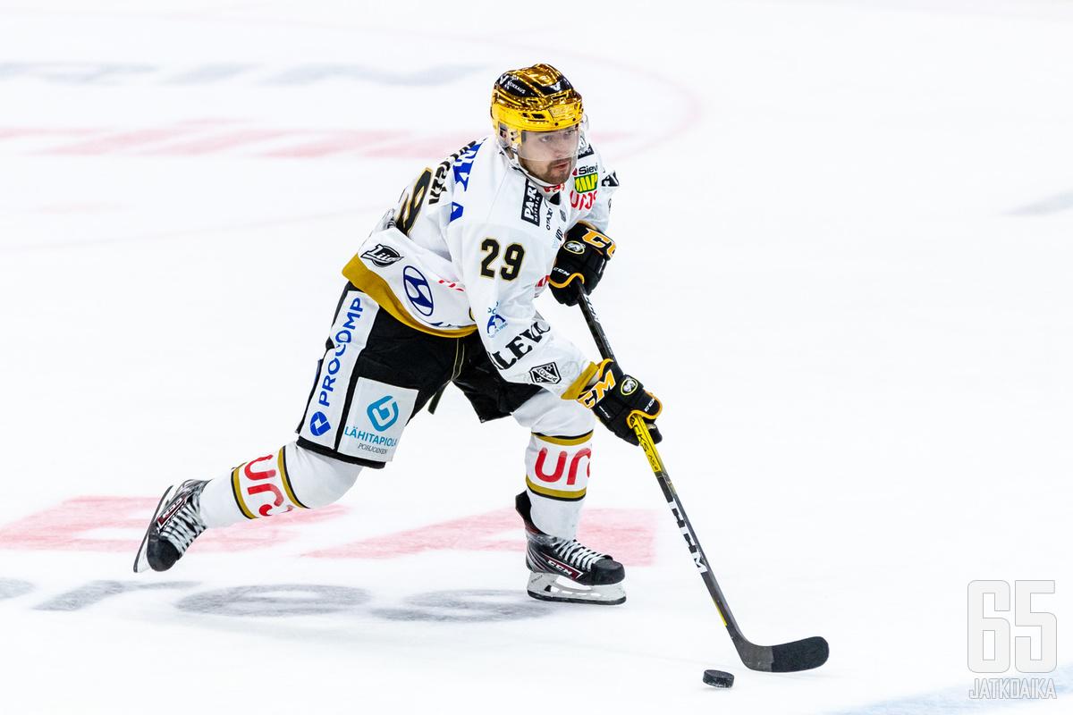 Radek Koblížek tuli Suomeen juniori-ikäisenä, ja on pelannut Kärpissä Liiga-tasolle asti.
