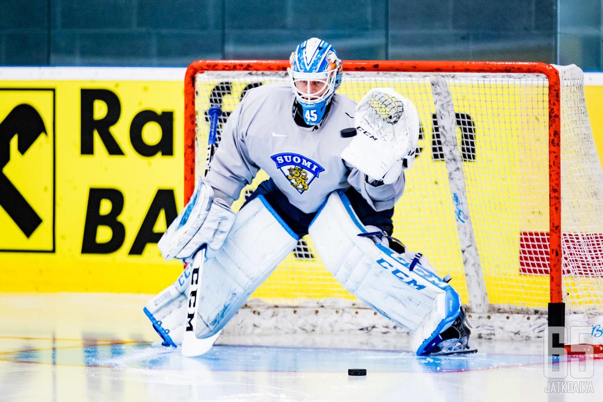 Olkinuora pysäyttelee kiekkoja ensi kaudella KHL:n suurseurassa.