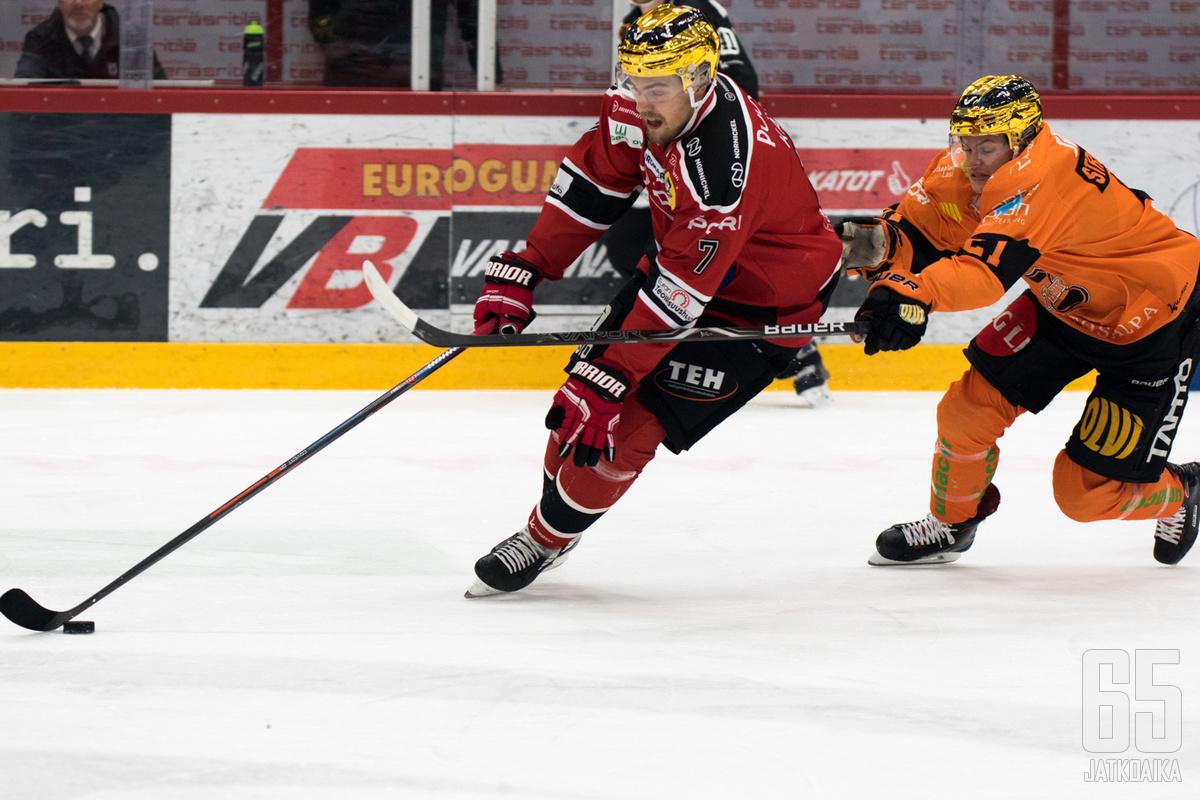 Molemmat kultakypärät, Jarno Kärki ja Malte Strömwall, tekivät yhden maalin tiistaina.