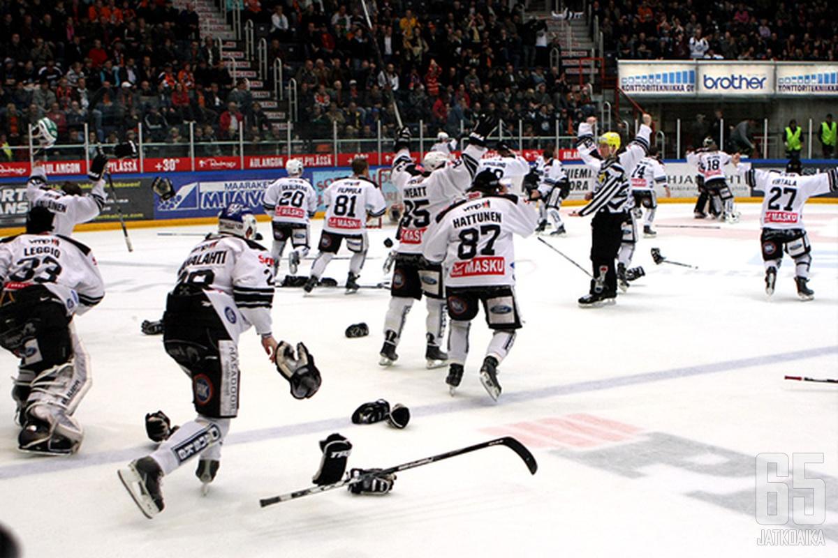 Markus Nordlundin toisen maalin jälkeen TPS-juhlat alkoivat.