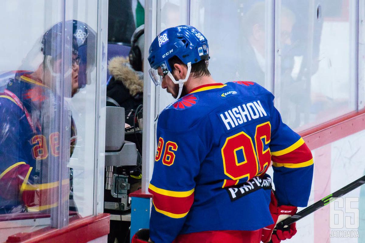 Jokereissa nähtiin luvattoman paljon epäonnistujia. Yksi heistä oli Joey Hishon, jolle maalien tuulettaminen oli ollut aikaisemmin AHL:ssä arkipäivää. Jokereissa arkipäivää sen sijaan oli jäähypenkillä istuminen.