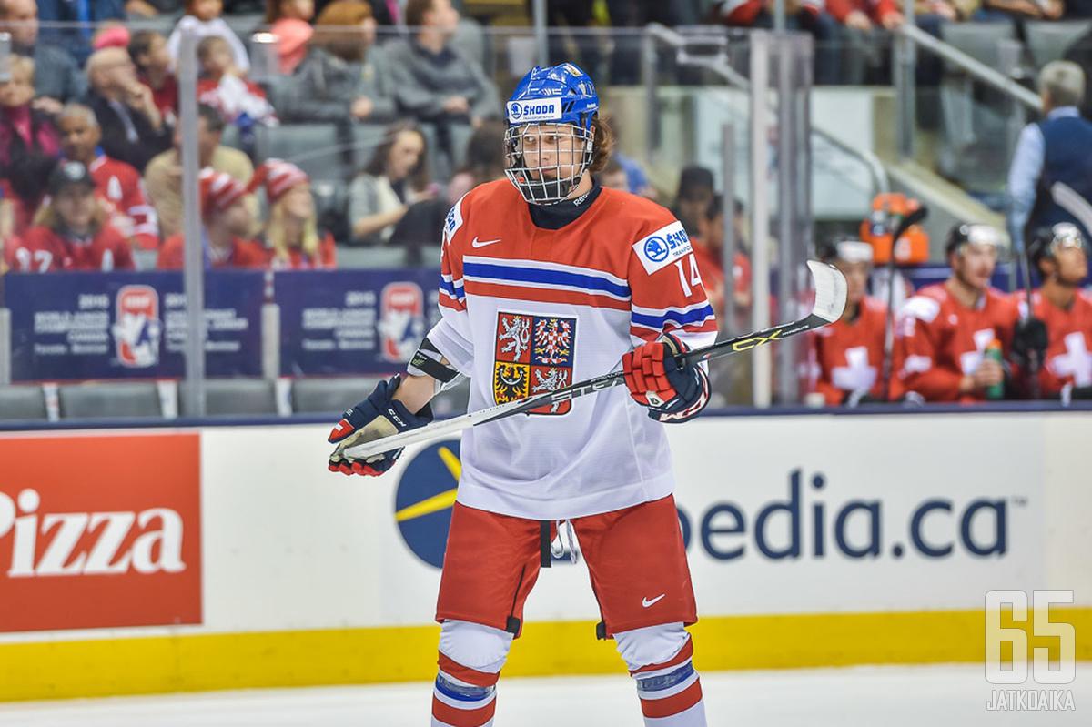 Hyökkääjä Pavel Zacha on Tšekin avainpelaajia kisoissa.