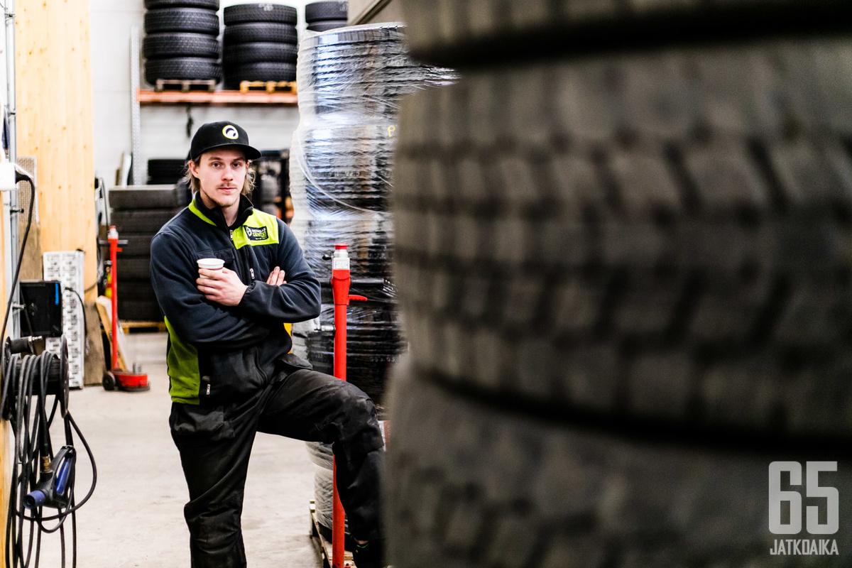 Nokian Pyryn avainpuolustaja Juha Korkeamäki on löytänyt tasapainon kiekkoilun ja työnteon välillä.