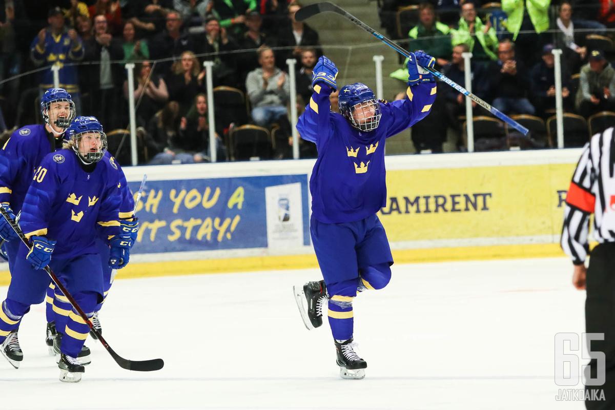 Hallitseva maailmanmestari Ruotsi pääsee jälleen pelaamaan MM-mitaleista. Puolivälierässä kaatui suurin odotuksin kisoihin lähtenyt Yhdysvallat Arkistokuva.