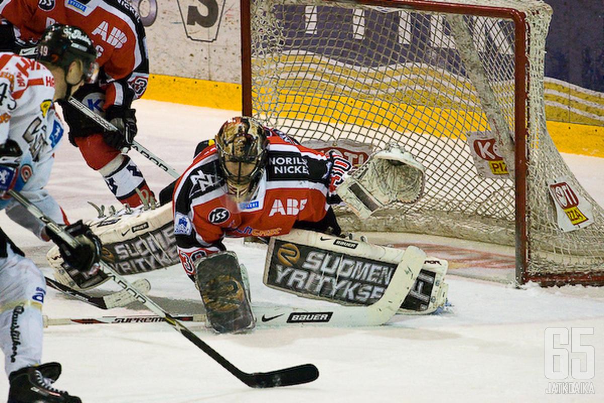 Duban viimeiseksi seuraksi Suomessa jäi Ässät, jota hän edusti karsintakeväänä 2009.