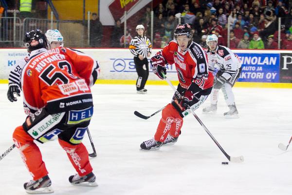 Mika Niemi pelasi viimeksi Ässissä kaudella 2014-15. Arkistokuva on vuodelta 2012.