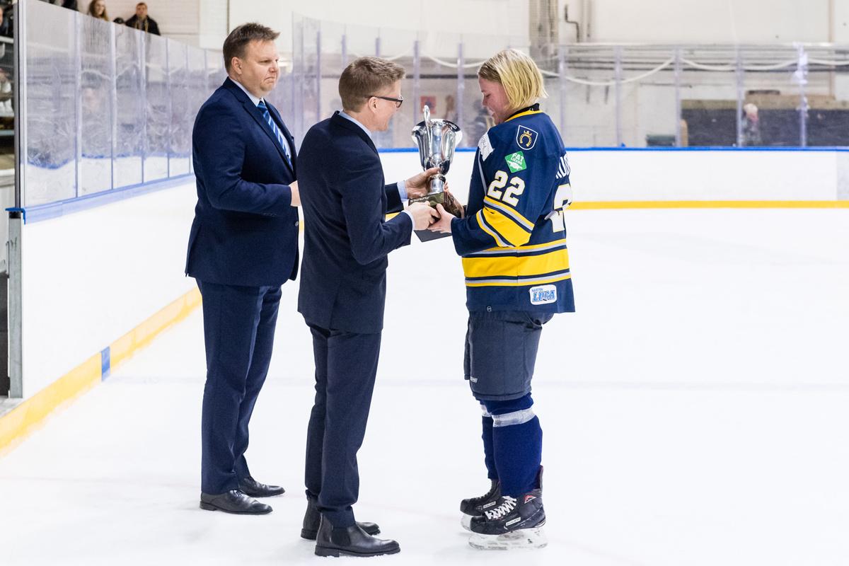 Ida Kuoppala palkittiin pudotuspelien parhaana pelaajana